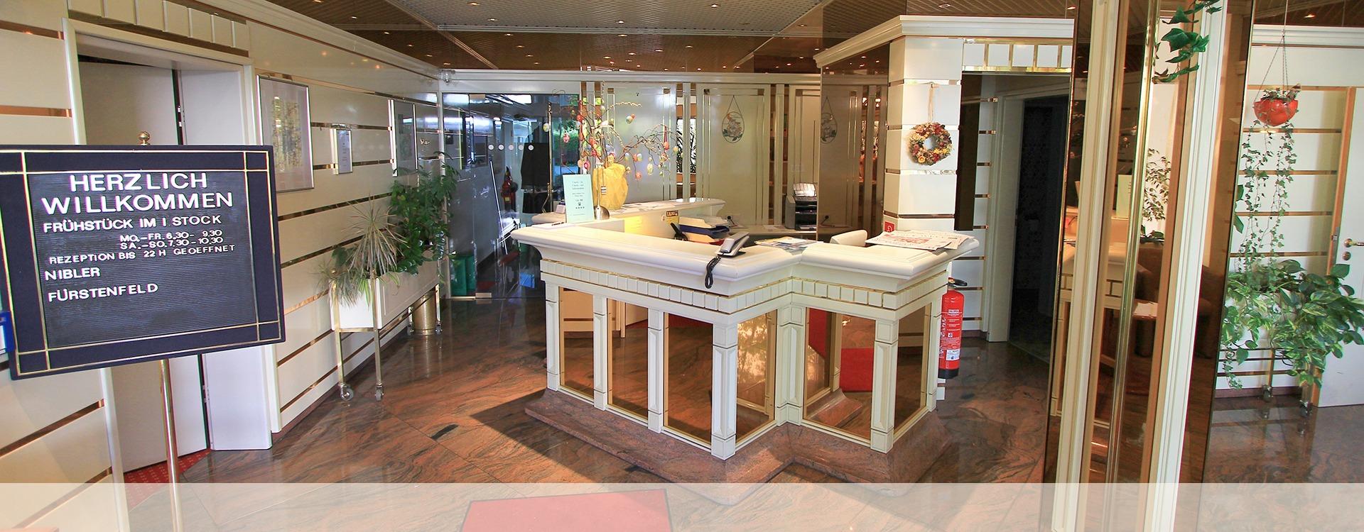 Hotelrezeption im Hotel Villa Eichenau, Tagungen