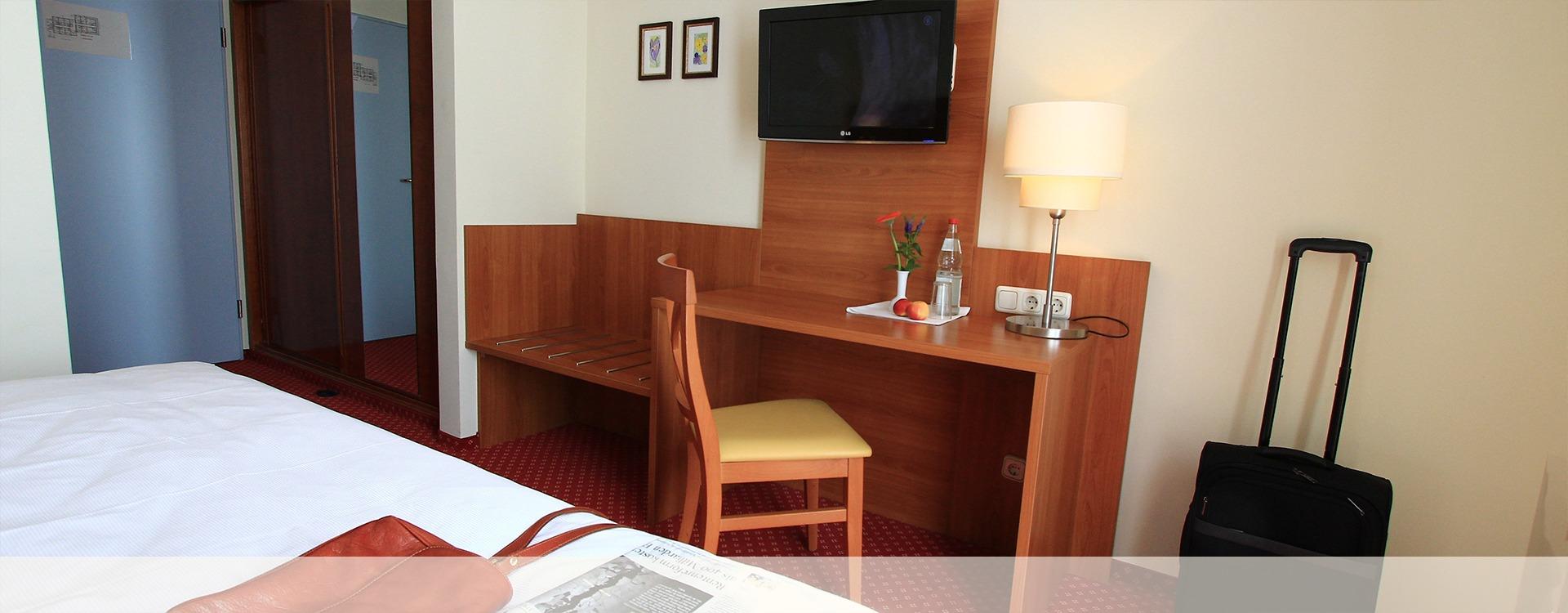 Hotelrezeption im Hotel Villa Eichenau, Zimmer