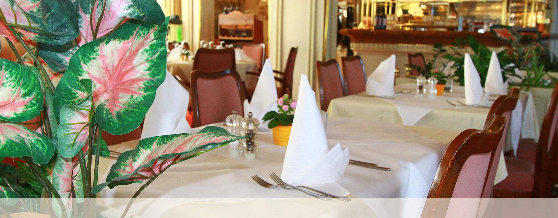 Hotelrezeption im Hotel Villa Eichenau, schöne Atmosphäre