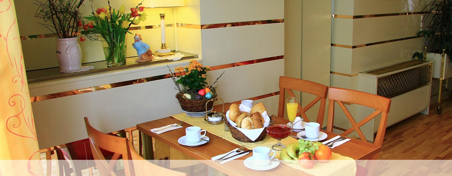Gemütliches Frühstück im Hotel in Eichenau