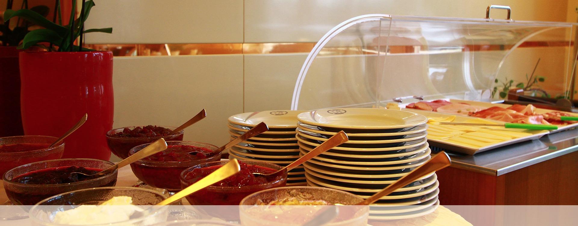 Frühstücksbuffet im Hotel in Eichenau